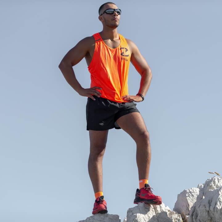 les premières chaussures de trail à plaque carbone débarquent !